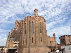 Wie eine Schutzburg ist die Kathedrale von Albi angelegt worden.