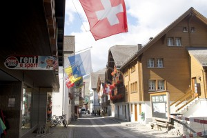 In der Gotthardstraße findet das Leben von Andermatt statt-