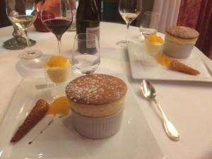 Soufflé au Grand Marnier, gegessen im Restaurant Bernard Rigaudis in der Domaine d'Auriac.