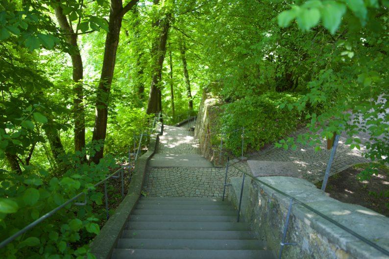 Coburg - Hofgarten, Treppenweg in die Altstadt. (1)