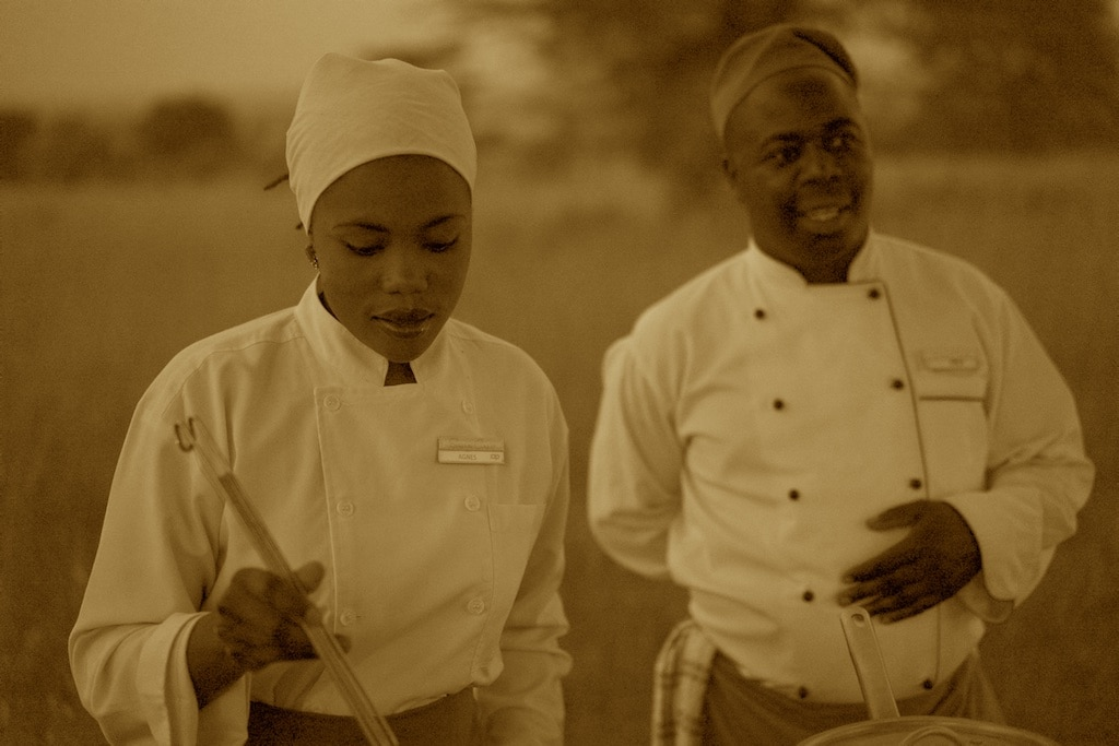 Agnes and Fredy of Sayari Camp are preparing a green banana soup.