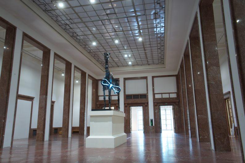 Haus der Kunst aktuell- Gift Horse von Hans Haake