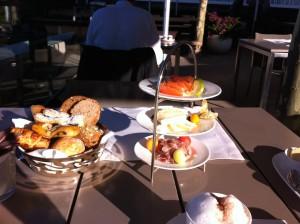 das perfekte Frühstück auf der Terrasse des Hotel Dolder Grand.