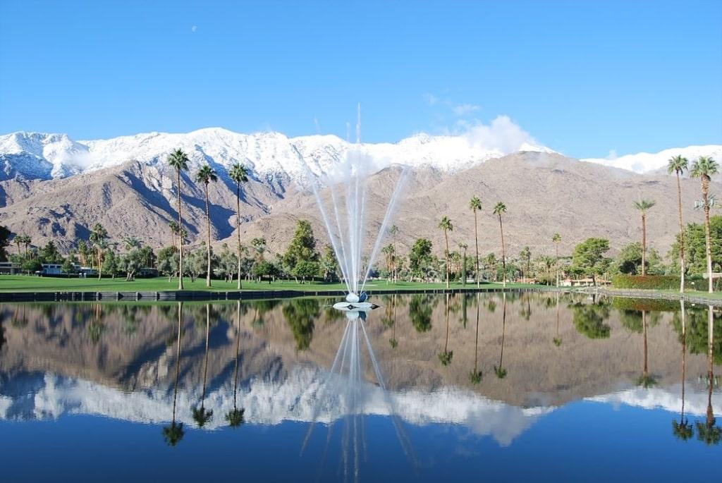 """In Form einer Seerose ist der """"Fountain"""" gebaut, ein Geschenk von Mitglied Walt Disney."""