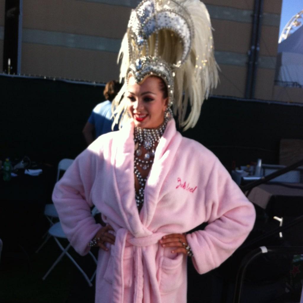 Girl der Jubilee - Show vor dem Auftritt beim Festival Life is beautiful.