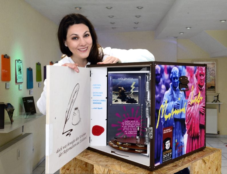 Lutherbox mit seiner Schöpferin Nadia Pentzlin