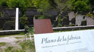 Das sind die Reste der ehemaligen Munitionsfabrik von Orbaizeta