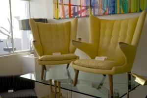 noch ein paar chice Retro - Sessel in zartem Gelb, gesehen bei à la MOD