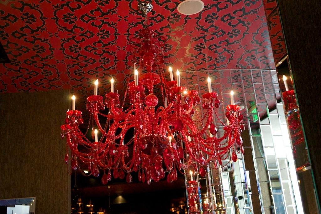 ein imposanter Kronleuchter im Restaurant Circa 59