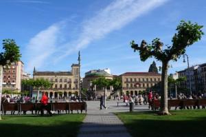 die weitläufige Plaza del Castillo ist das Zentrum von Pamplona