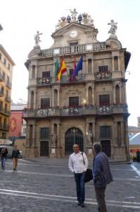 Am Rathaus beginnt die Feierlichkeiten von Sanfermines.