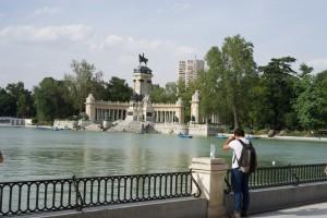 Im Parque el Retiro - Bootsfahrt unter dem Denkmal Alfons XII.