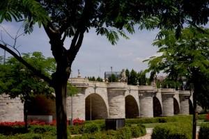 Endlich kommt die gelungene Architektur der Toledo- Brücke zur Geltung.