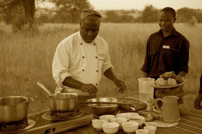 Tanzania - Sayari Camp - Cookery School mit Chefkoch Fredy
