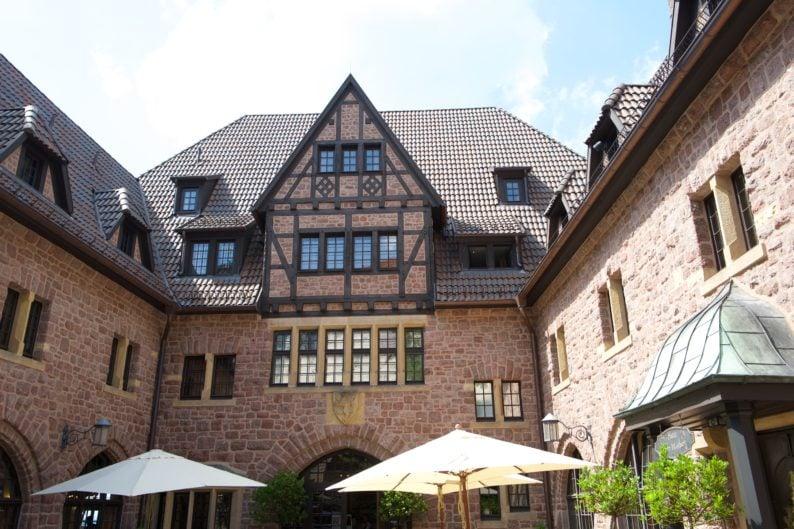 Wartburg - Hof vor dem Hotel
