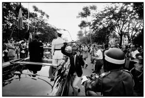 Robert Lebeck: Der gestohlene Degen, Belgisch Kongo, Leopoldville, 1960 © Robert Lebeck. Aus der Ausstellung AUGEN AUF! - 100 JAHRE LEICA-FOTOGRAFIE,