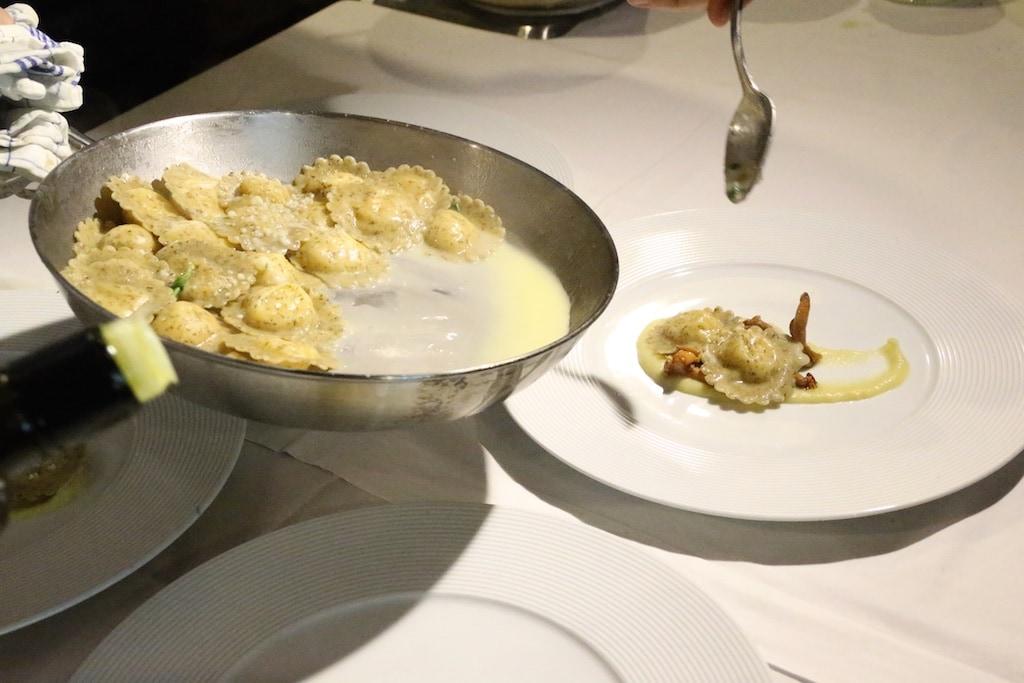 ein herzhaftes Gericht sind die Tortelli aus Buchweizen, gefüllt mit Bitto Käse