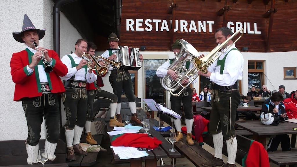 Natürlich darf die Volksmusik in Südtirol nicht fehlen.