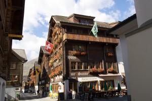Die schöne Fassade des Hotels Sonne in der Gotthardstraße