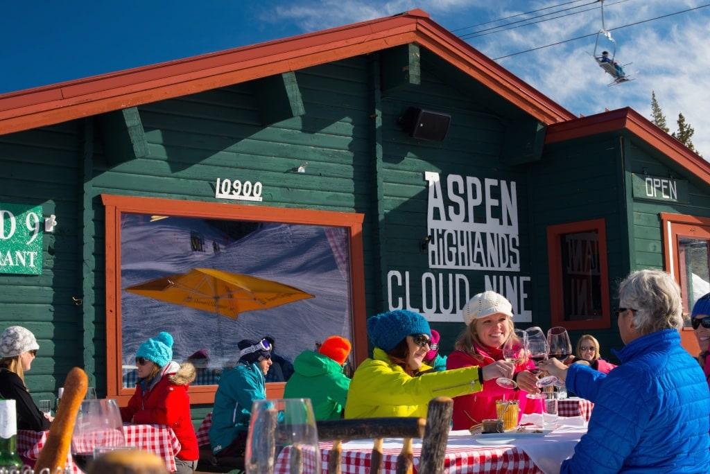 In dieser Berghütte in den Apen Highlands kann man prächtig essen.