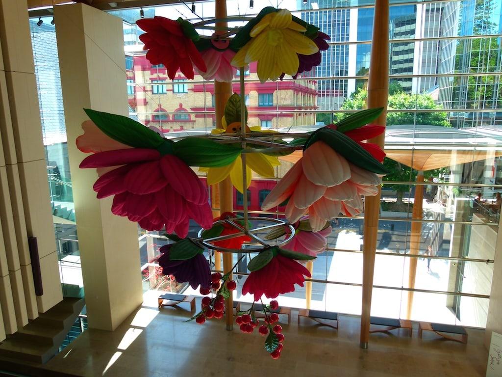 Phantasievolle Deko im Foyer der Auckland Art Gallery