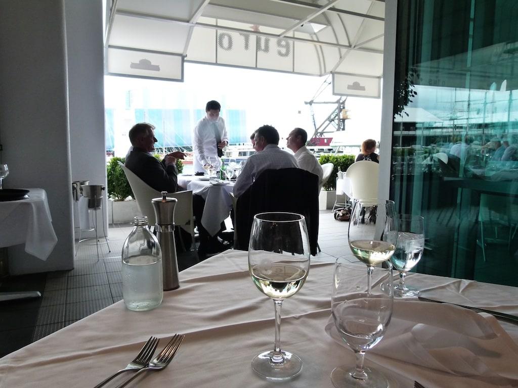 Im Euro Restaurant genießt man den Blick auf  Prince Wharf.