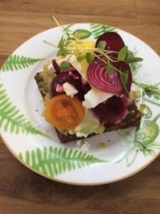 Restaurant AnyDay - Sandwich mit roter Beete