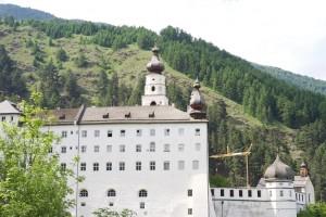 Kloster Marineberg hoch über Burgeis