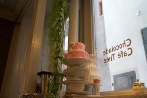 Schon der Blick ins Schaufenster des Café Schober macht Lust auf Süsses.