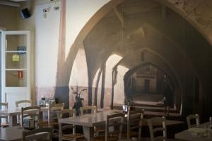 Fotografien der Arkaden im Restaurant Ses Voltes in Ciutadella