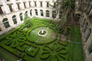 Perfekte Geometrie im Innenhof des Parador de Corias.