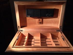 Das Innenleben des Davidoff Humidors besteht aus Okoumé -Holz.