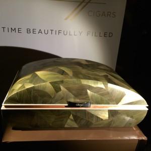 Das ist die erste Version des Davidoff Humidor, symbolisiert die frischen Tabakblätter.