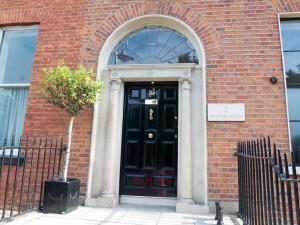 am eleganten Merrion Square, in einem gregorianischen Haus entstehen die Kreationen von Louise Kennedy.