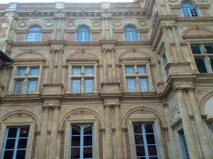 Fassade des Palastes, wo der Bastelhändler Assézat wohnte.