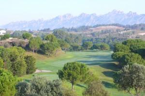 herrlicher Blick auf den Golfplatz am frühen Morgen