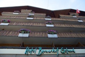 Ganz klassisch zeigt die Fassade des traditionsreichen Hotels Bernerhof
