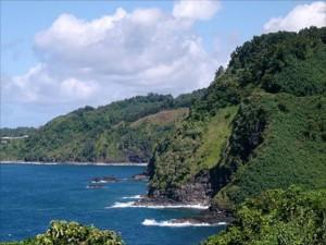 """Das ist der Küstenlinie im Osten von Maui, entlang der """"Road to Hana""""."""