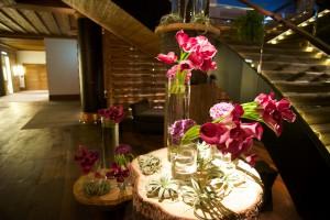 Sehr phantasievolle Dekorationen mit Blumen