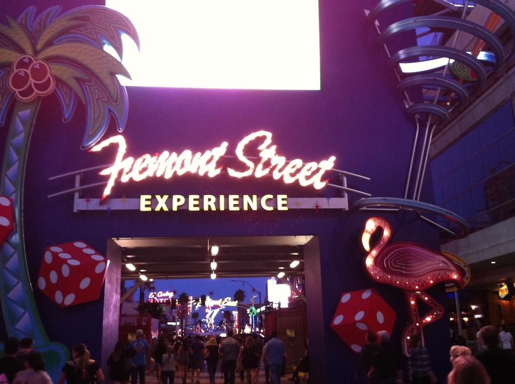 eine der großen Attraktionen in Downtown ist das Fremont Street Experience