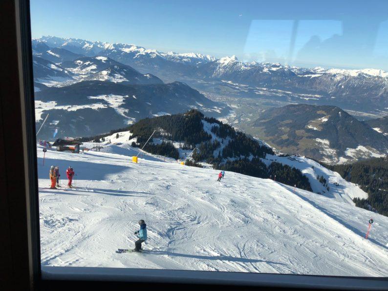 Skiwelt - Drehrestaurant Hohe Salve - Blick auf dem Fenster