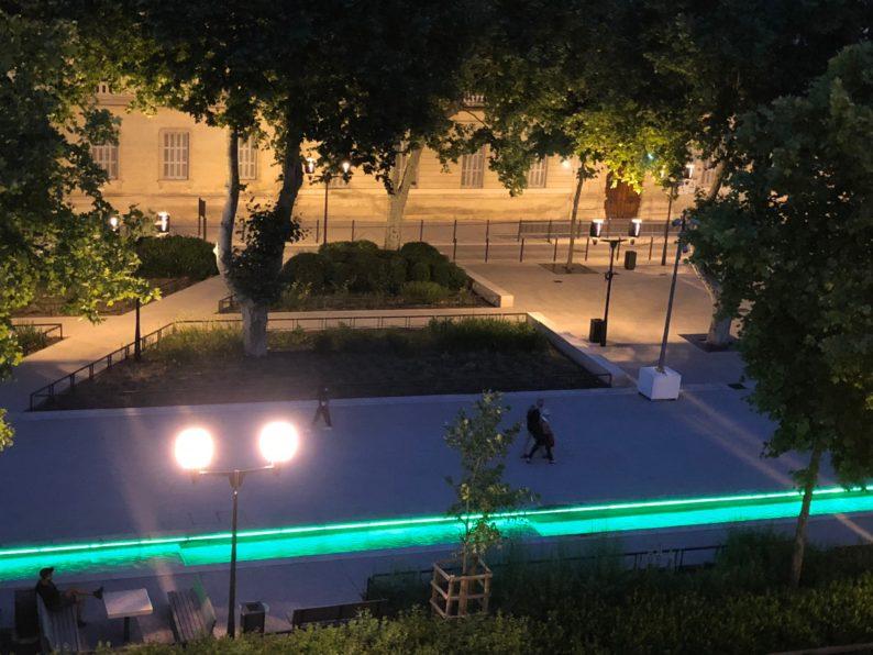 Nimes - Blick auf den Place des Arènes