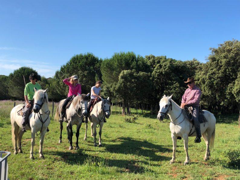Manadier auf ihren Pferden