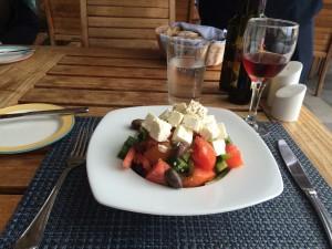 Zum Sterben gut - griechischer Salat im Daios Cove.