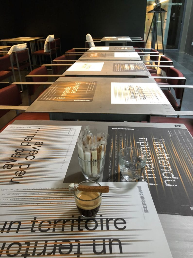 Rodez - Cafe Bras am Musée Soulages -Geometrie