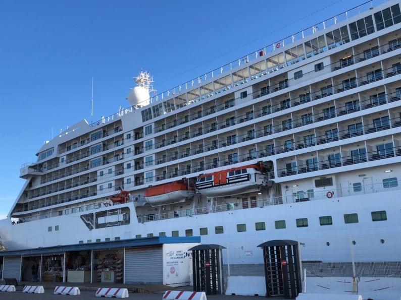 Regent Seven Seas Voyager im Hafen von Marseille