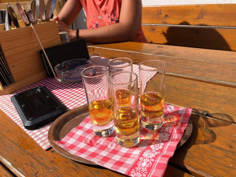 Heuschnaps auf der Innsbruckerhütte