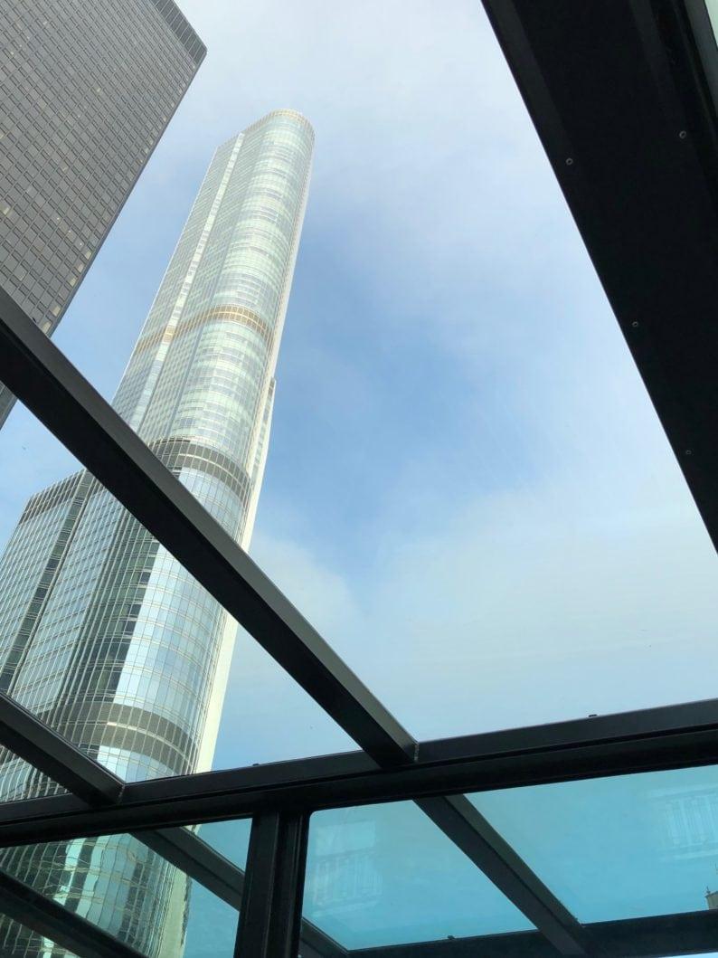 Blick auf den Trump Tower aus dem Boot