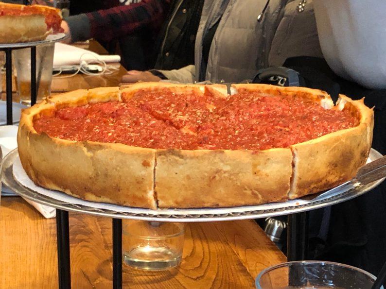 Deep Dish Pizza bei Jordanos