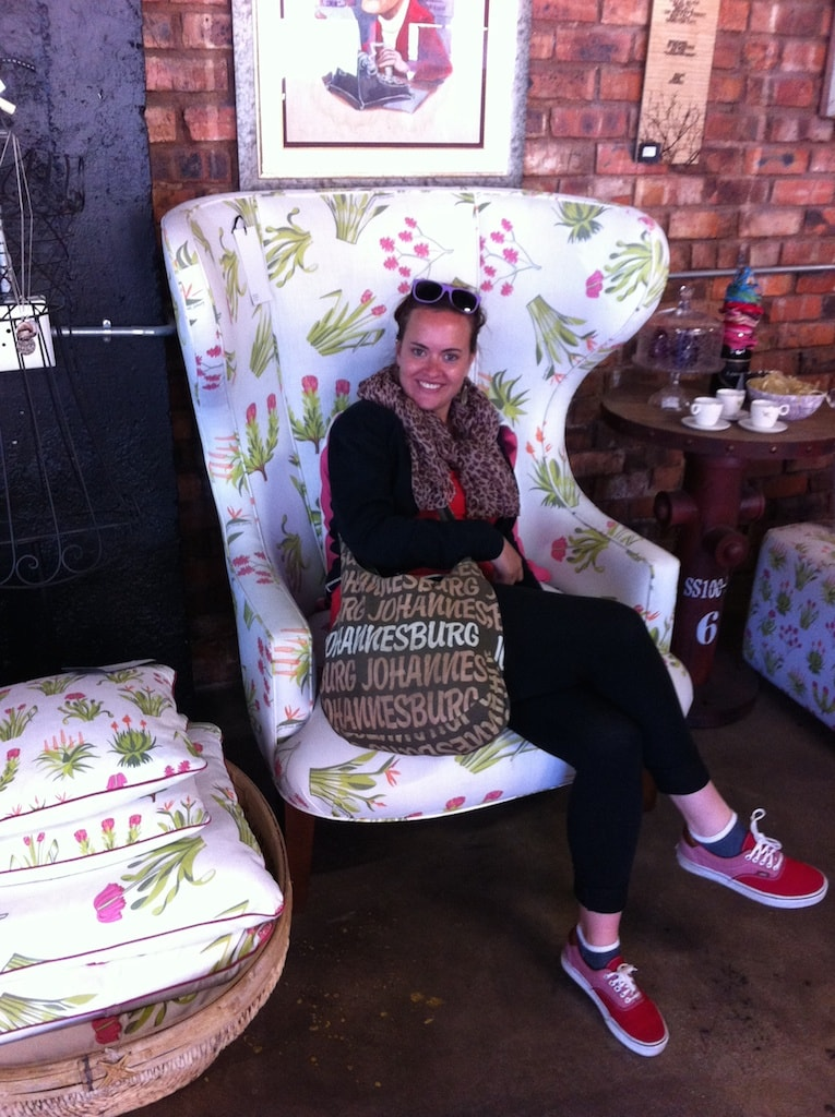 Der Sessel wurde in Südafrika handgefertigt. Past Experience - Inhaberin Jo Buitendach